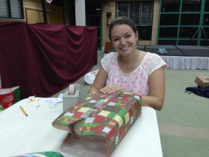 Wrapping_gifts_3